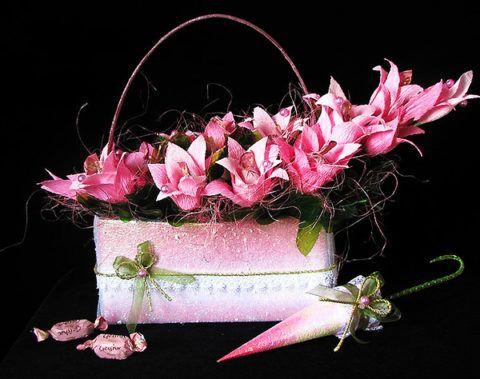 Вариант оформления и декорирования корзинки с конфетами.