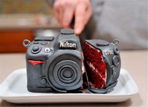 Закажите необычный торт для друга-фотографа.