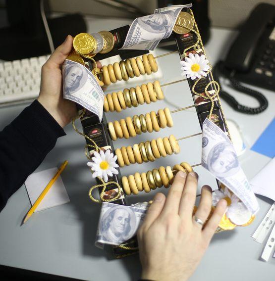 Креативный подарок из конфет своими руками 66