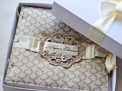 Что подарить на свадьбу ситцевую? Многие выбирают такой вот симпатичный свадебный альбом