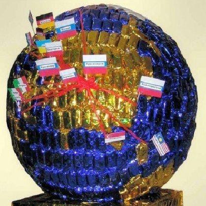Глобус из конфет