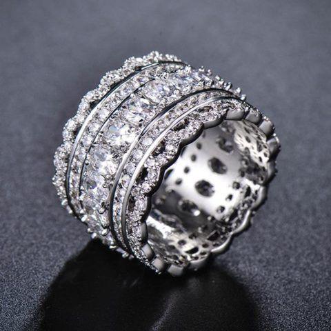 Кольцо с орнаментом виде кружева