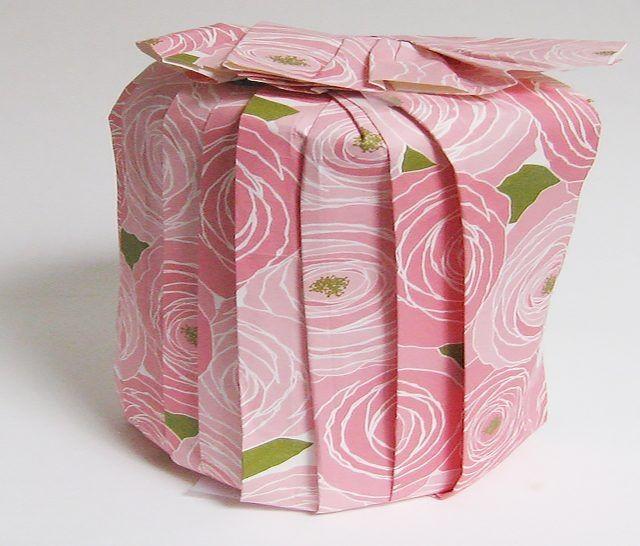 Упаковка круглого подарка 13