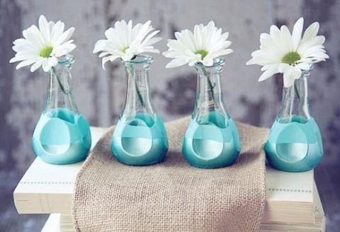 Милые вазы нежно голубого цвета