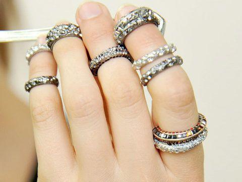 Модные современные кольца на кончиках пальцев
