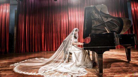 Невеста за роялем