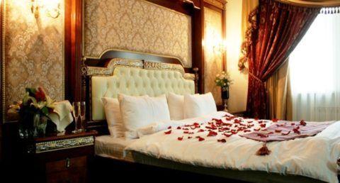 Ночь в номере отеля