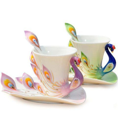 Парные чаши с блюдцами в виде павлинов