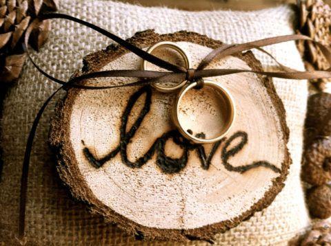 Поздравляем с деревянной свадьбой!