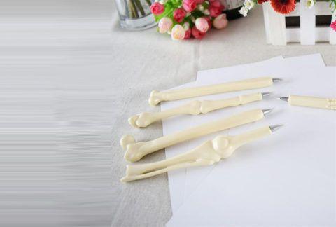 Ручки в виде человеческих костей