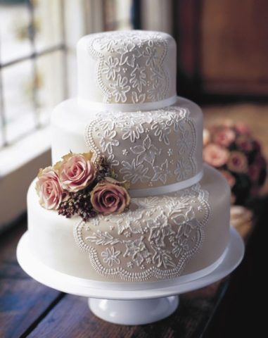 Торт с кружевным узором