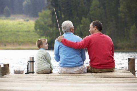 Вместе рыбачить интереснее.