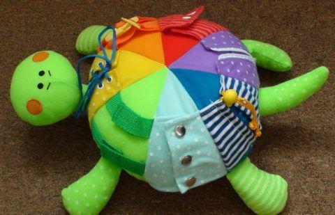 Вместо дидактической куколки дидактическая черепашка.