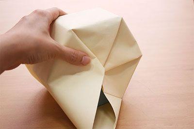 Загибаем край бумаги