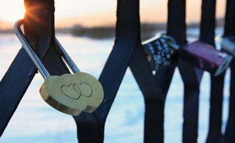 Замок влюбленных на мосту