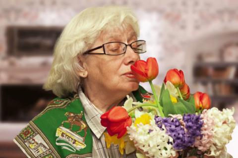 А может стоит остановиться на букете ее любимых цветов?