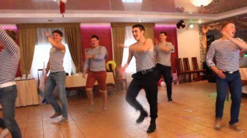 Бравый мужской танец