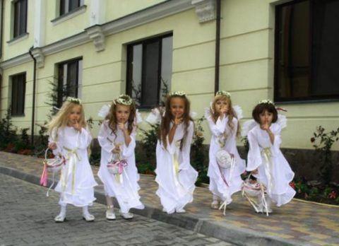 Как насчет выступления маленьких ангелов?