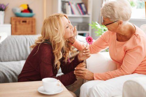 Лучший подарок бабушке на 70 лет – это ваше внимание