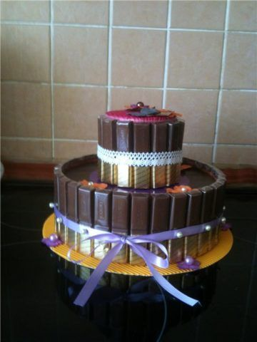 Сладкий торт из печенья и шоколада.