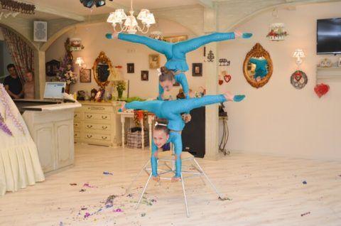 Танцы с элементами акробатики очень зрелищны