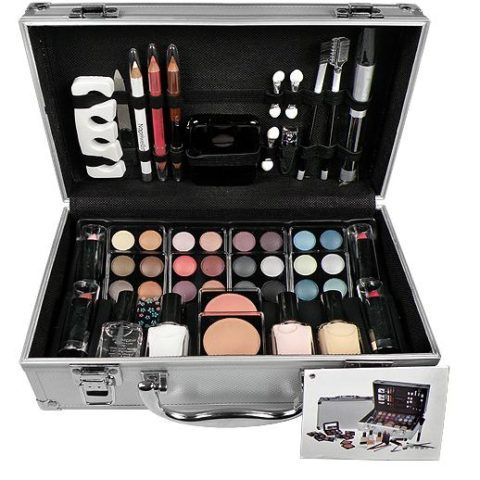 Вот такой чемоданчик, где есть все что нужно, - мечта каждой девушки