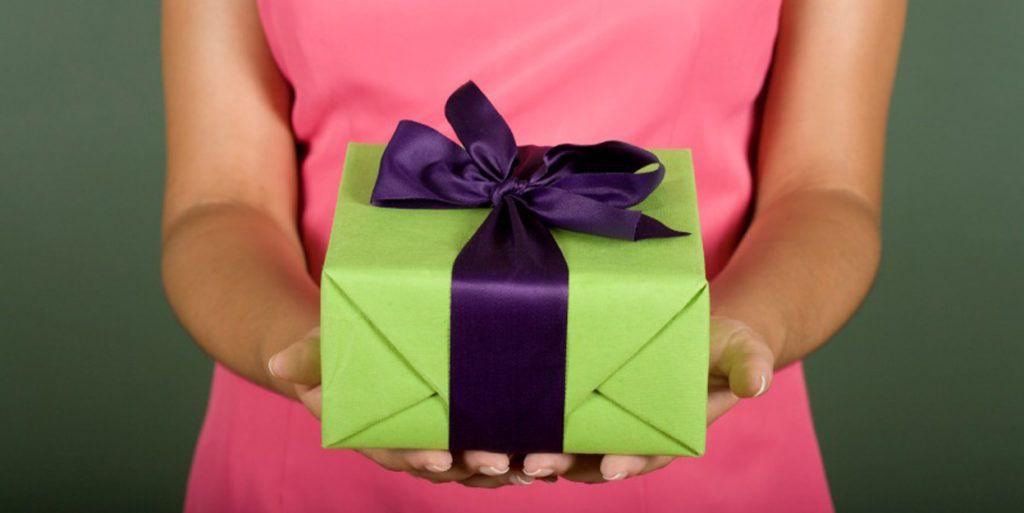 Что подарить после свадьбы