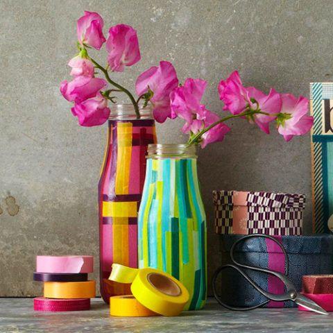 Если родители помогут детям обклеить вазу, то получится такая прелесть.