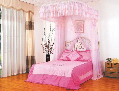 Кровать с балдахином.