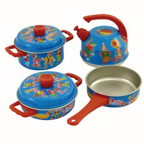 Набор детской кухонной посуды.