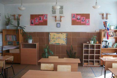 При желании и возможности можно всем классом отремонтировать кабинет.
