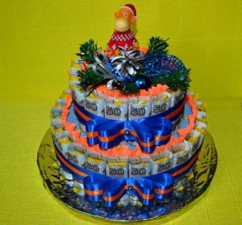 Торт из денежных купюр двухъярусный.