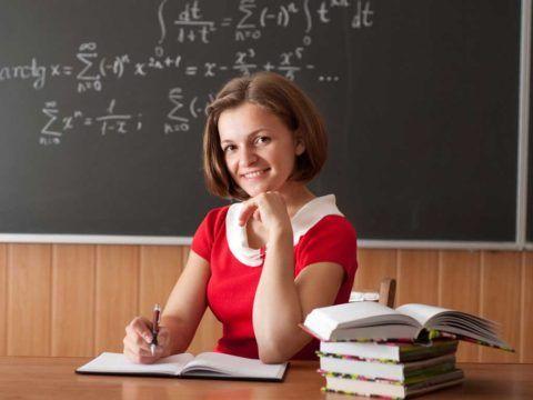 Учителю точно будет приятно, если вместо привычных формул на доске появится что-то красивое.