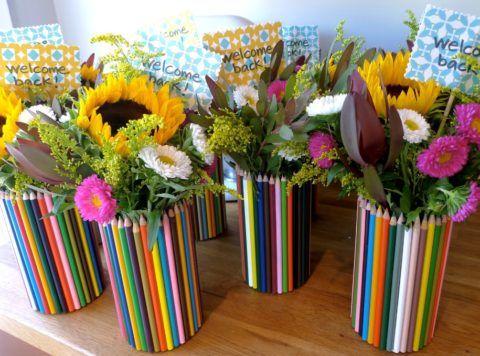 Вместо букета можно сделать вазу из карандашей.