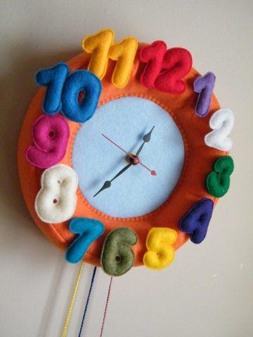 Часы с цифрами из фетра.