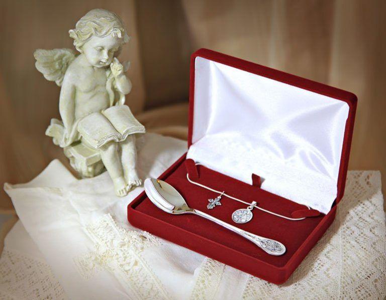 Что подарить ребенку на крещение? Подарки на крестины мальчику и девочке