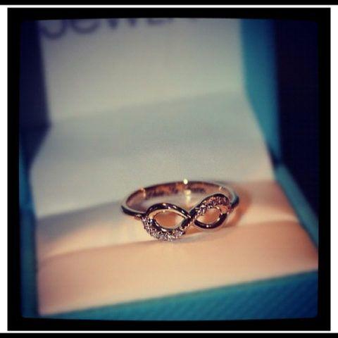 Кольцо с символом бесконечности – бесконечно мило!