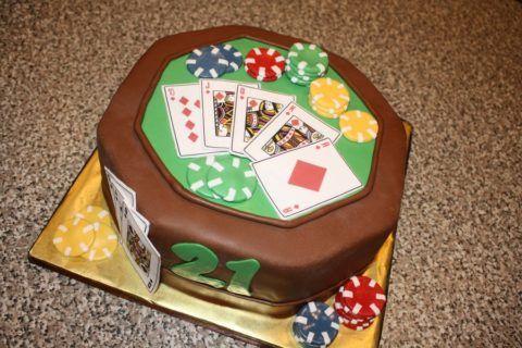Необычный торт для любителя азартных игр.