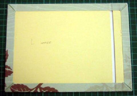Обложка, оклеенная цветной бумагой.