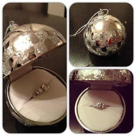 Подарить кольцо на Новый год можно очень необычным способом.