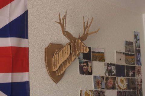 Прикрепляем на стену