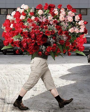 В букете из 101 розы вряд ли есть дополнительный смысл.