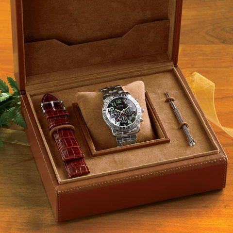 Более дорогие часы уже идут в подобном наборе с остальными полезными вещами.