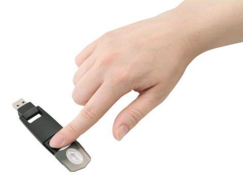 Флешка с использованием отпечатка пальца