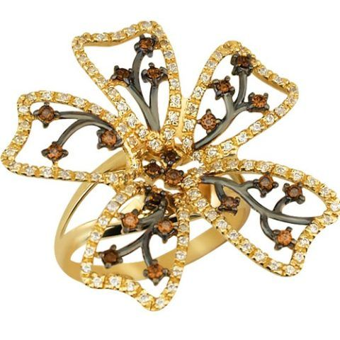 Красивое и яркое кольцо для той, которая стремится выделяться.