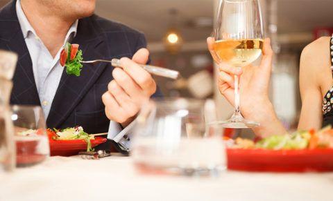Не забудьте про совместный романтический ужин.