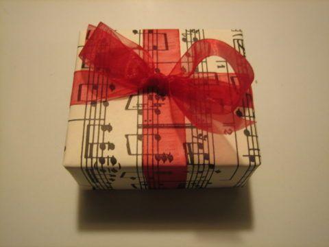Не забудьте упаковать подарок подходящим образом!