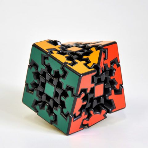 Необычный вариант кубика Рубика – шестеренчатый куб.