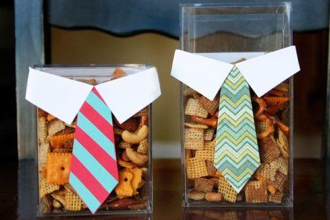 Оригинально украсьте стаканы и засыпьте в них печенье: сделать легко, а выглядит красиво.