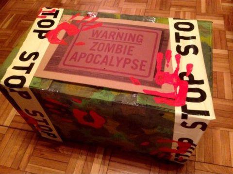 Разрисуйте обычную коробку подобным образом, и мужчина будет очень долго гадать, что же внутри.